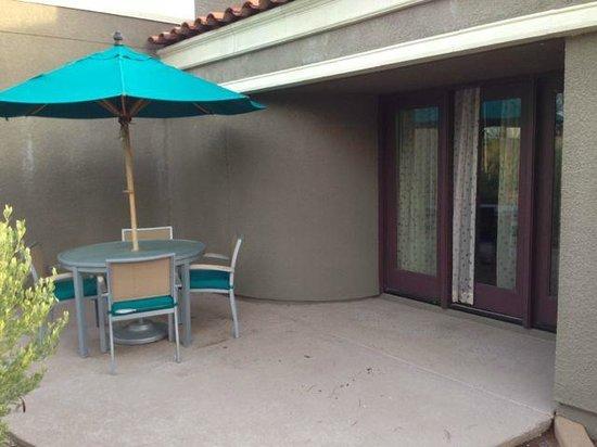 Hilton Scottsdale Resort & Villas : private patio