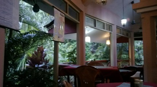 Palm Grove Cottages: Restaurant