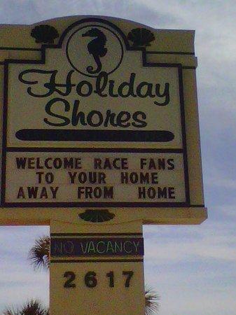 Holiday Shores Beach Club: Sign