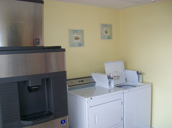 Holiday Shores Beach Club : Guest Laundry Room