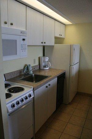 Holiday Shores Beach Club : Sleep six room kitchen