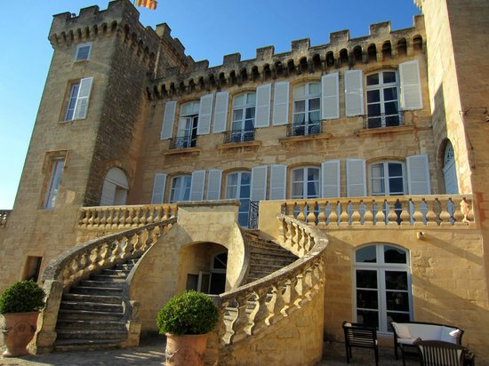 Chateau de La Barben : View of the castle from the main terrace