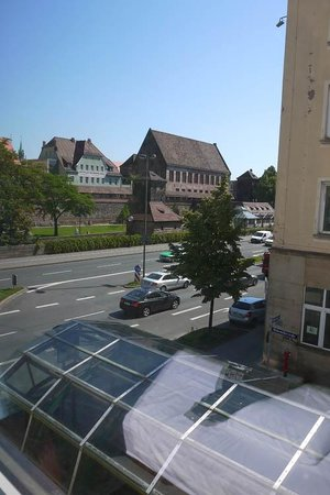 B&B Hotel Nuernberg-City : on 2nd Floor, you can see the exit underneath