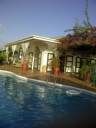 Top O' Tobago Villa & Cabanas: POOL SIDE
