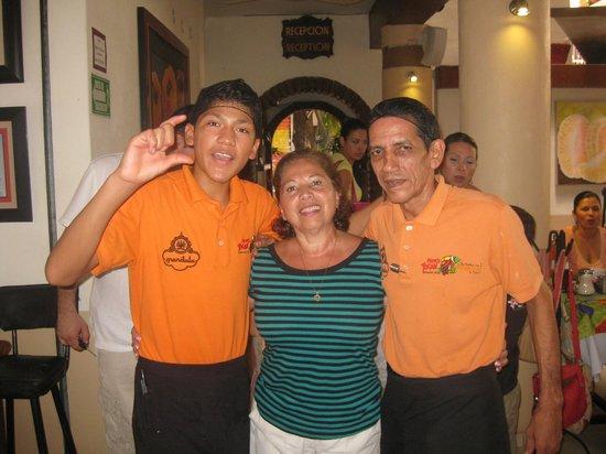 Hotel Posada de Roger : Junto a nuestros garzones del restaurante