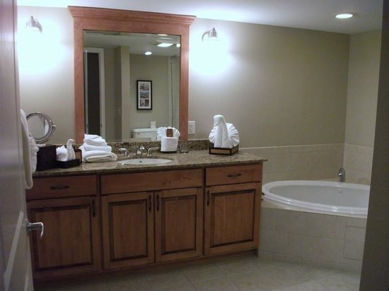 The Residences at Biltmore : Bathroom