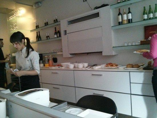 cE Hotel de Diseño: Buffet de café da manhã (Disponível 24 horas)