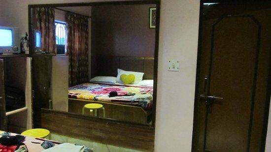 Hotel Rashmi: room
