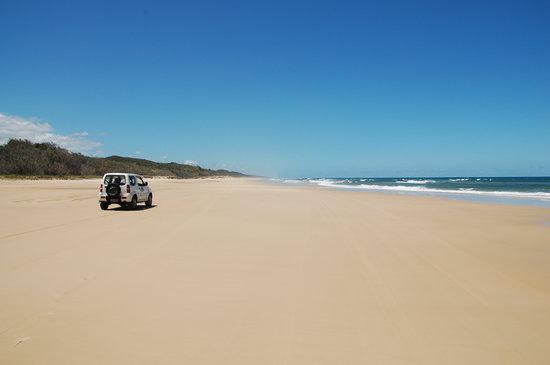 Seventy-Five Mile Beach: Alone
