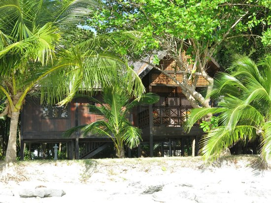 The Reef Dive Resort: King Chalet - beach front
