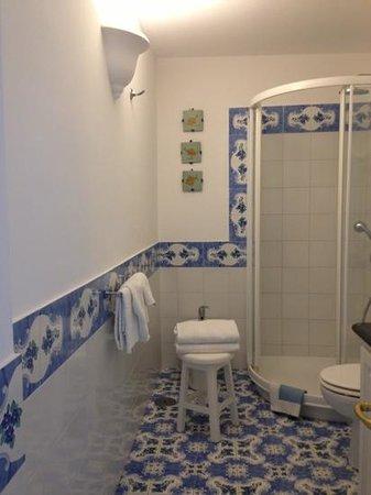 Il Giardino dell'Arte: Clean bathroom.