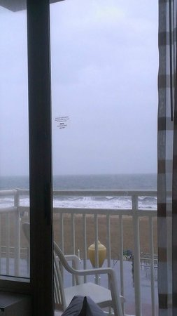 Courtyard Virginia Beach Oceanfront/North 37th Street: View from bed
