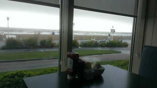 Courtyard Virginia Beach Oceanfront/North 37th Street: Our view while eating breakfast