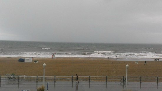 Courtyard by Marriott Virginia Beach Oceanfront / N 37th St: It was a rainy view from our balcony