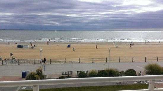 Courtyard Virginia Beach Oceanfront/North 37th Street: Our view on the first morning there