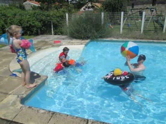 La Garenne family gites: Fun in the Pool
