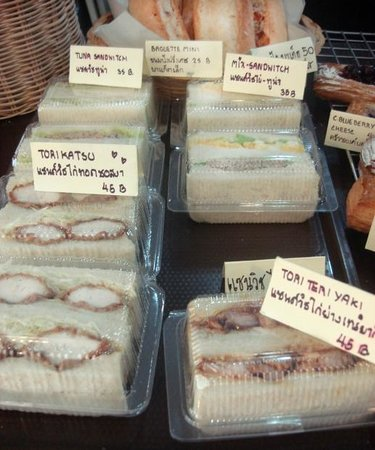AiAi bakery: Fresh and delicious sandwiches