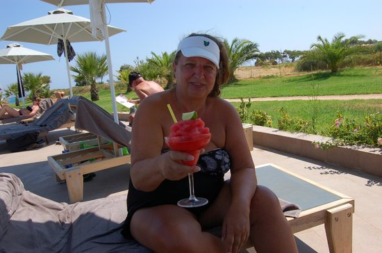 Sunprime Platanias Beach : en dejlig drinks vd poolen
