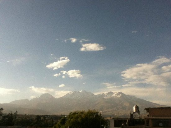 Bothy Hostel Arequipa : View from the terrace of Chachani.