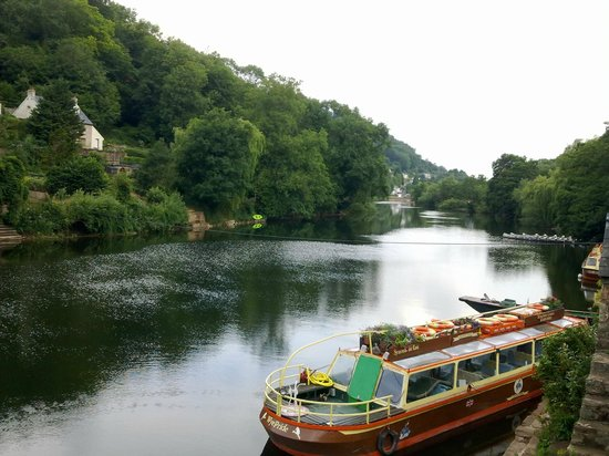Garth Cottage: up the river Wye