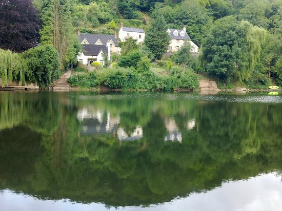 Garth Cottage: across the river Wye