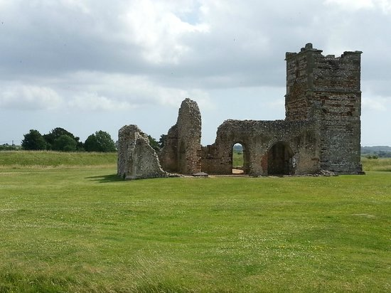 Knowlton Church and Earthworks