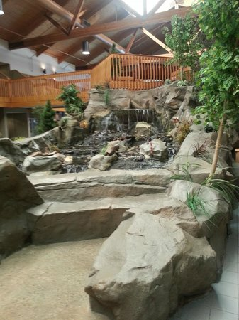 C'mon Inn - Grand Forks: Waterfall