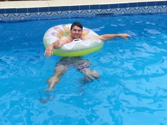 Coconut Lodge: chilling in the pool... on a rubber ring!