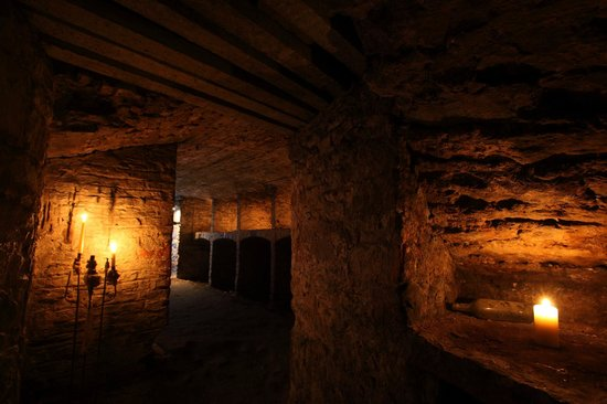 Mercat Tours : The Edinburgh underground vaults. Discover their original purpose was & what they became.