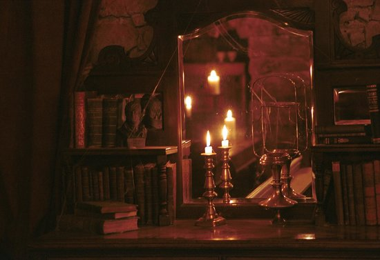 Mercat Tours: Our evening Edinburgh ghost tour includes our unique underground tavern to enjoy even more stori