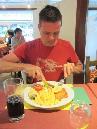 Restaurant Bellevue-Pinte: Wienersnitzel mit pommes