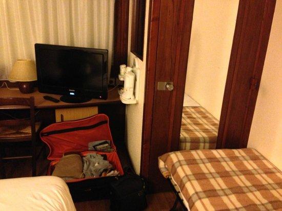 Campanile Rodez: aucune place, porte de sortie bloqué par le lit