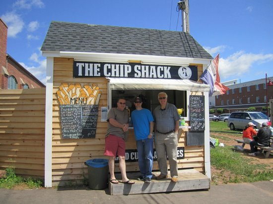 The Chip Shack : Best chips, pountine, and fried apples OMG amazing