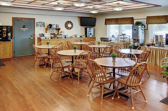 Coastal Inn Halifax : Breakfast Area