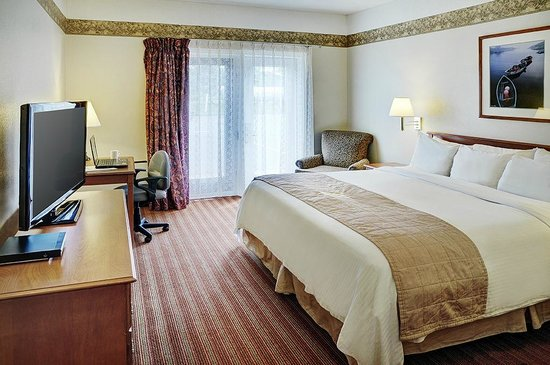 Coastal Inn Halifax: King Guestroom