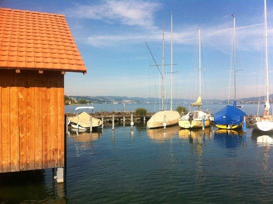 Schiff: Bootshafen neben dem Badestrand (privat)