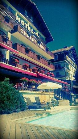 Le Christiania Hotel Restaurant : Vue de l'hotel depuis la piscine