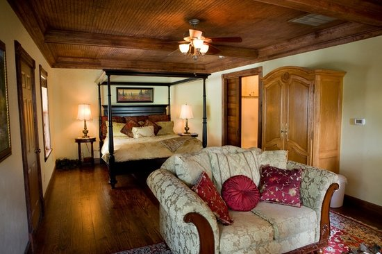 Bed and Breakfast on White Rock Creek: More beautiful than any hotel room in texas! The Plantation Suite is one of our most popular roo