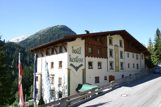 Hotel Kertess: Exterior view