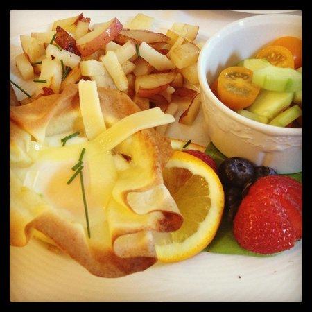 Woods Hole Passage Bed & Breakfast Inn: Esempio di colazione