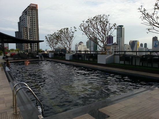 la piscina sul terrazzo - Picture of Furama Silom, Bangkok - TripAdvisor
