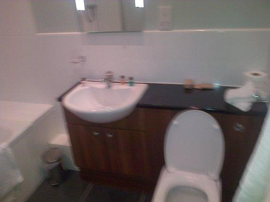 Tor-na-Coille: Bathroom