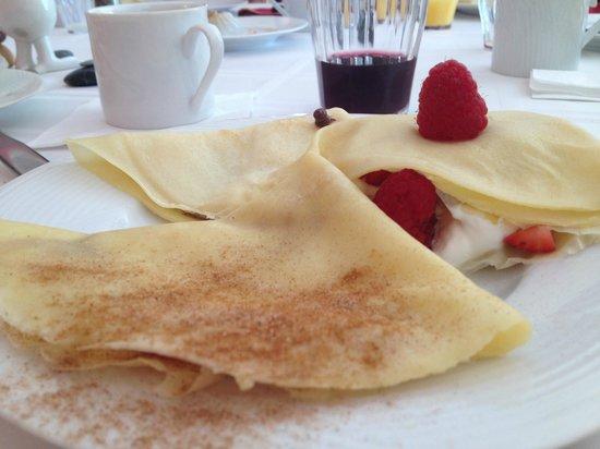 Woods Hole Passage Bed & Breakfast Inn: Esempio di colazione (tre diversi tipi di crepes...tutte squisite)