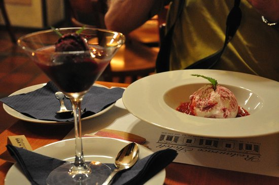 Restaurace Stoleti : Sorbet au cassis et glace au yaourt
