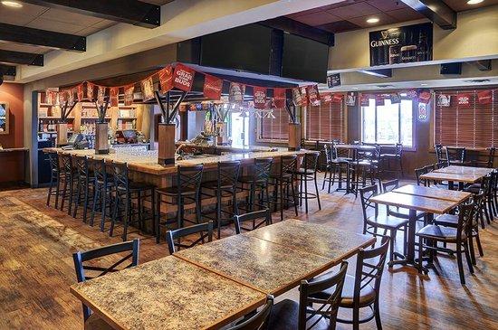 Lakeview Inns & Suites - Fort Saskatchewan: Roustabouts (2)