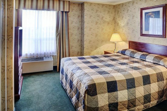 Lakeview Inns & Suites - Fort Saskatchewan: Queen Suite