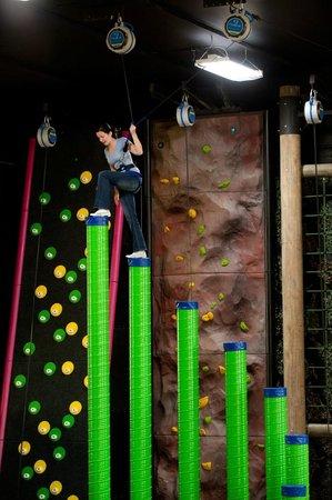 Altitude Gym : L'Escalier Céleste (Clip 'N Climb)