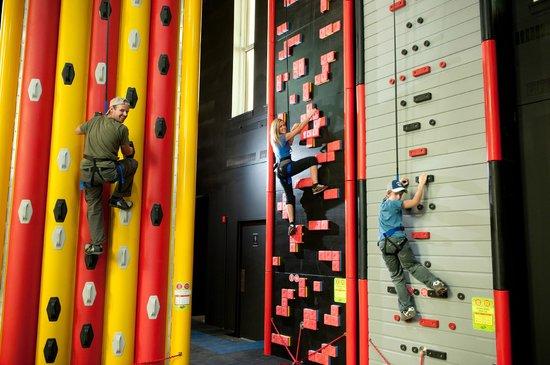 Altitude Gym : Code morse et Tétris (Clip 'N Climb)