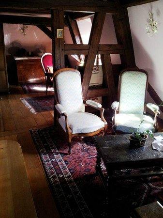 Hotel Dontenville : salotto prima delle camere