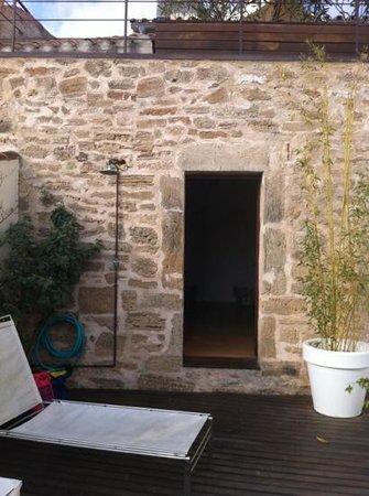 Hotel Cas Ferrer Nou Hotelet: Terrasse commune avec douche froide pour se rafraîchir